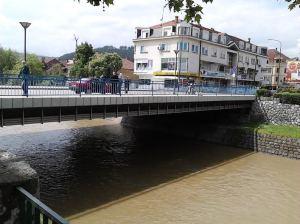 Le pok.samoubi.na mostu